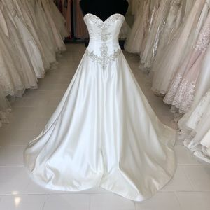 Mori Lee wedding gown style 2807 size 6 in ivory